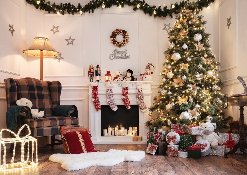 How To Decorate A Christmas Tree Professionally In 10 Easy Steps