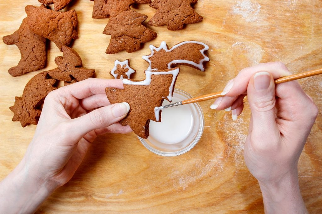 Decorating Danish gingerbread aka brunkager for Christmas